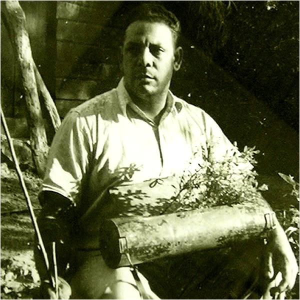 Dr. Jiménez colectando plantas